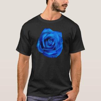 雨を持つ色彩の鮮やかな青のバラ Tシャツ