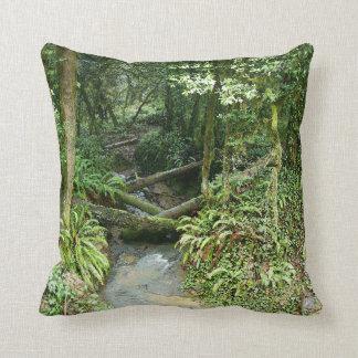 雨林の枕 クッション