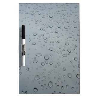雨滴、水低下、雨が降る雨の窓 ホワイトボード