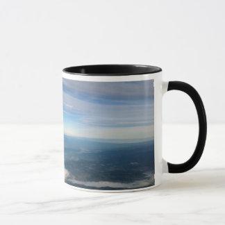 雨Mtおよび空を持つアダムスのマグは地球を曇らせます マグカップ
