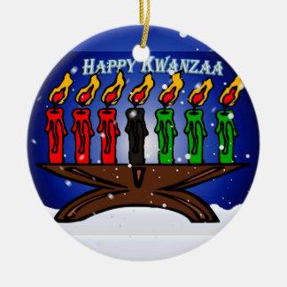 雪および挨拶を用いるKwanzaaの蝋燭Kinara セラミックオーナメント