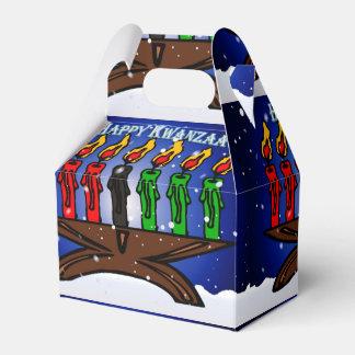 雪および挨拶を用いるKwanzaaの蝋燭Kinara フェイバーボックス