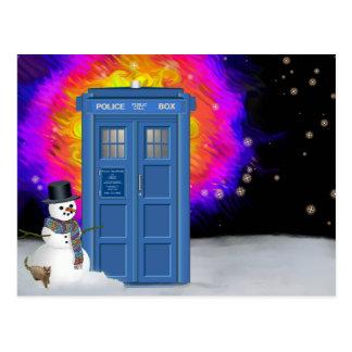 雪だるまが付いている冬の警察箱 ポストカード