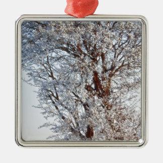 雪で覆われた木 メタルオーナメント