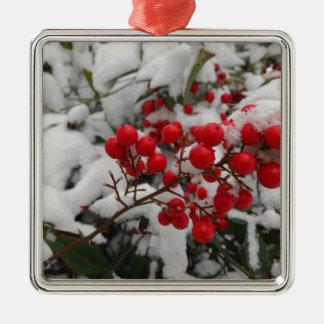 雪で覆われた赤い果実 メタルオーナメント