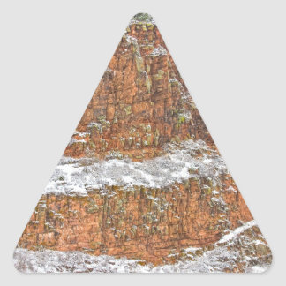 雪と塵を払われるコロラド州の赤い砂岩の国 三角形シール