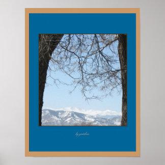 雪によっておおわれる背部範囲2のコロラド州山ポスター ポスター