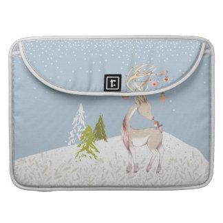雪のかわいいトナカイそしてロビン MacBook PROスリーブ