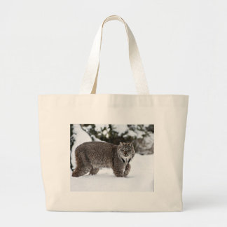 雪のカナダのオオヤマネコ ラージトートバッグ