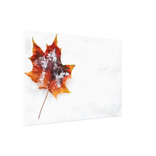 雪のキャンバスプリントの落ちたな葉 キャンバスプリント