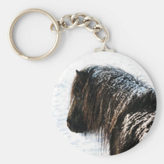 雪のキーホルダーを持つシェトランド諸島子馬 キーホルダー