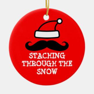 雪のクリスマスのオーナメントを通したStaching セラミックオーナメント