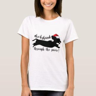 雪のクリスマスの休日によるダックスフント Tシャツ