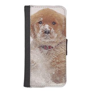 雪のゴールデン・リトリーバーの子犬 iPhoneSE/5/5sウォレットケース