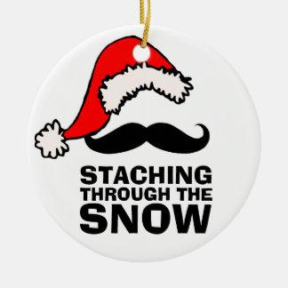 雪のサンタの髭のオーナメントを通したStaching セラミックオーナメント