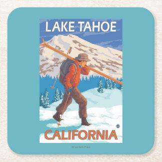 雪のスキー-タホ湖、Californi --を運んでいるスキーヤー スクエアペーパーコースター