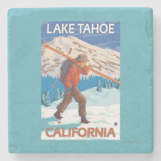 雪のスキー-タホ湖、Californi --を運んでいるスキーヤー ストーンコースター