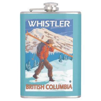 雪のスキー-ホイスラー、紀元前にカナダ--を運んでいるスキーヤー フラスク