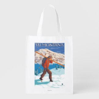 雪のスキー-モンタナ--を運んでいるスキーヤー エコバッグ