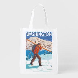 雪のスキー-ワシントン州--を運んでいるスキーヤー エコバッグ