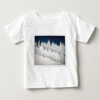 雪のハイキング ベビーTシャツ