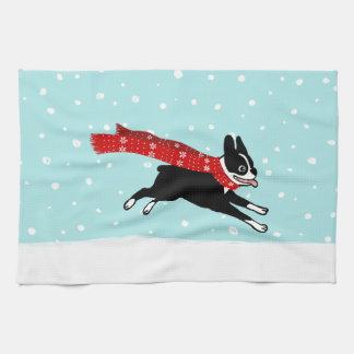 雪のボストンテリアのランニング-休日犬 キッチンタオル