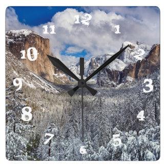 雪のヨセミテの谷 スクエア壁時計