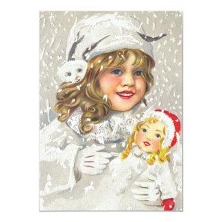 雪の人形を持つヴィンテージのクリスマスのビクトリアンな女の子 カード