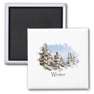 雪の休日の冬の小屋 マグネット