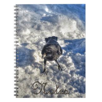 雪の写真のかわいく黒いワタリガラス ノートブック