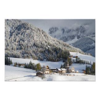 雪の写真のプリントの小さい高山の村 フォトプリント