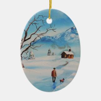 雪の冬山場面の歩く犬に人を配置して下さい セラミックオーナメント