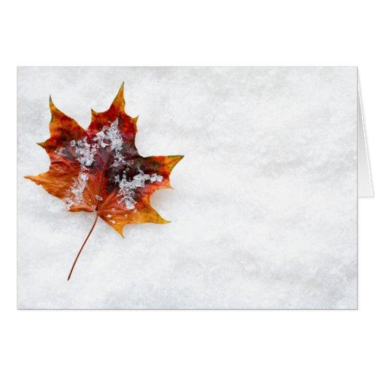 雪の挨拶状の落ちたな葉 グリーティングカード