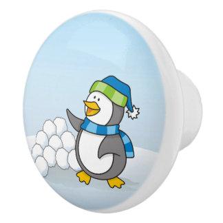 雪の球の振ることを用いる小さいペンギン セラミックノブ