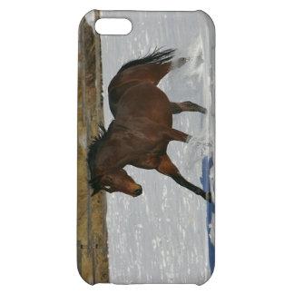 雪の純血種の馬のランニング iPhone5C カバー