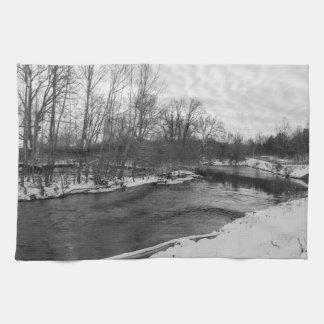 雪の美しいのJames川のグレースケール キッチンタオル