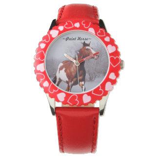 雪の腕時計を通って疾走しているペンキの馬 腕時計
