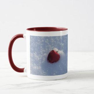 雪の親友のバレンタイン赤いハート マグカップ