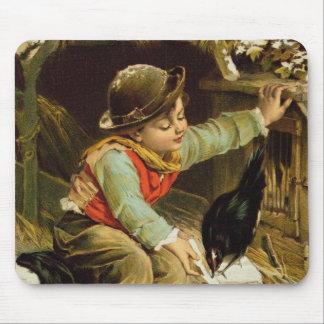 雪の鳥を持つ若い男の子 マウスパッド