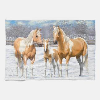 雪のPalominoのペンキの馬 キッチンタオル