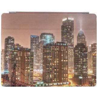 雪はシカゴの夕べにスカイラインに落ちます iPadスマートカバー
