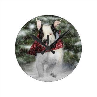 雪を通って紛砕しているブルドッグの救助の子犬 ラウンド壁時計
