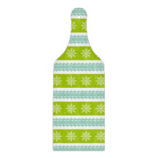 雪片が付いているクリスマスの緑および青い縞 カッティングボード