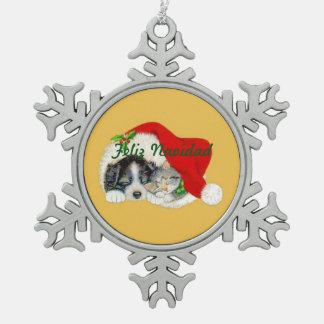 雪片のクリスマスのオーナメントの子犬および子ネコ スノーフレークピューターオーナメント