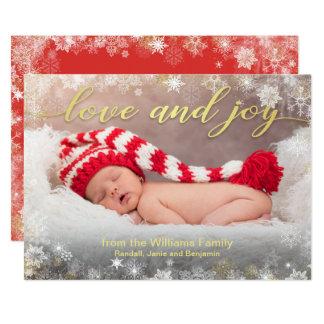 雪片のボーダーが付いている愛および喜びの休日の写真 カード