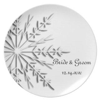 雪片の冬の結婚式 ディナー皿