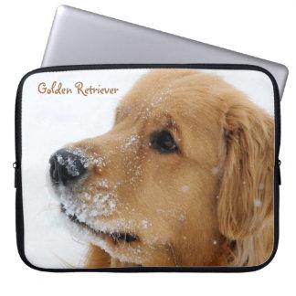 雪犬のゴールデン・リトリーバー ラップトップスリーブ