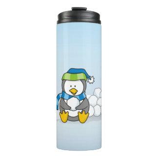 雪玉と坐っている小さいペンギン タンブラー