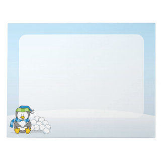 雪玉と坐っている小さいペンギン ノートパッド