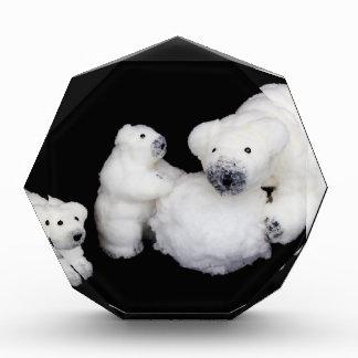 雪玉と遊ぶ白くま家族の置物 表彰盾